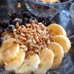 Kókuszos chia desszert gyümölcsökkel, napraforgómaggal
